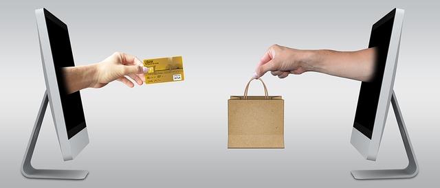 Amazonプライムは、年間プラン4,900円(税込)で、迅速な配送特典とデジタルサービス
